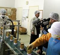くまもと県民テレビが工場を取材
