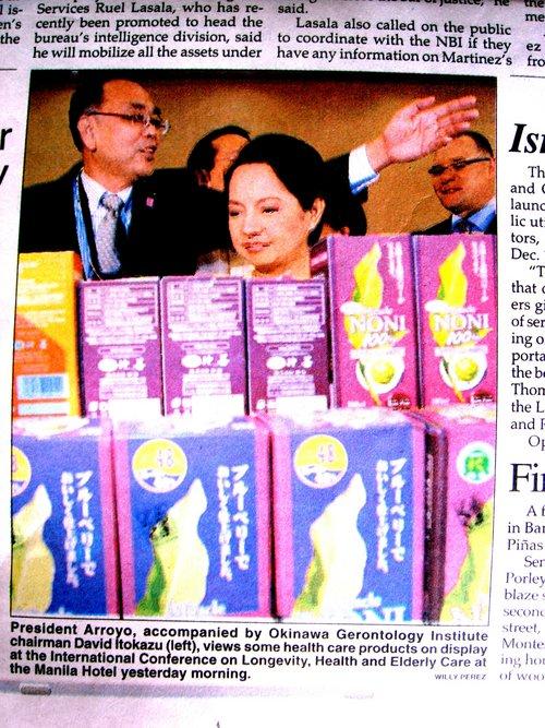 アロヨ フィリピン大統領がノニをよろこんだ!?(沖縄国際長寿会議)